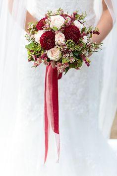 Sinnliche Getting Ready Boudoir Inspiration Christina & Eduard Wedding Photography http://www.hochzeitswahn.de/hochzeitstrends/sinnliche-getting-ready-boudoir-inspiration/ #boudoir #bride #flowers
