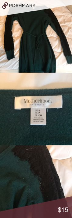 Motherhood Maternity sweater Dark green with black lace on sleeves. Some balling on sleeve from wash but comfy and cute for maternity! Motherhood Maternity Sweaters