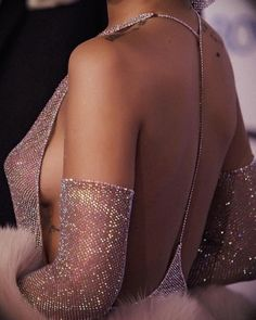 Rihanna in the Iconic Swarovski Gown Rihanna, High Fashion, Womens Fashion, Glitz And Glam, Mode Outfits, Dress To Impress, Backless, Vogue, Style Inspiration