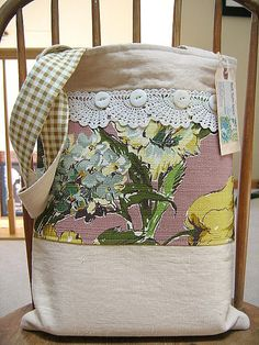 I am inspired to make bags  - use up the  ton of vintage fabrics I am hoarding.  Lu Ann Smith - yum!