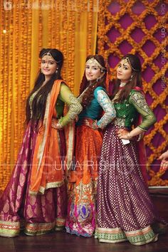 Pakkistani bride pinned by SidrahYounas Pakistani Mehndi Dress, Pakistani Wedding Outfits, Pakistani Bridal, Pakistani Dresses, Indian Dresses, Indian Outfits, Mehendi, Walima Dress, Pakistani Couture