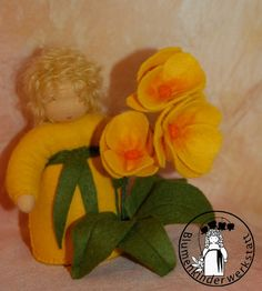 Hier findet ihr Blumenkinder aus Filz für den Jahreszeitentisch Waldorf, Stoffpuppen, Feen Filztiere Elfen, Zwerge, Anleitungen, Schweden Foto Garten