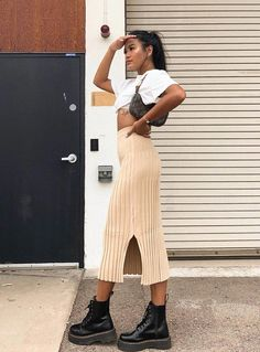 #drmartensboots Outfits Jeans, Nude Outfits, Trendy Outfits, Summer Outfits, Fashion Outfits, Fashion Skirts, Bodycon Midi Skirt, Midi Skirt Outfit, Skirt Outfits