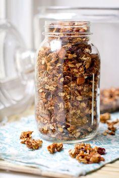 Home made granola. Home made granola. Crunchy Granola, Granola Cereal, Granola Bars, Home Made Granola Healthy, Healthy Homemade Granola, Sugar Free Granola, Cooking Recipes, Healthy Recipes, Freezer Recipes