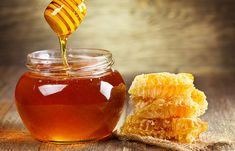 How to Use Honey for Acne? (Honey Acne Masks) Honey for acne treatment. How to use honey for acne and acne scars treatment? How to use honey for acne scars treatment. How to use manuka honey for acne? Aloe Vera Gel For Hair Growth, Aloe Vera For Hair, Aloe Hair, Manuka Honey, Raw Honey, Uses Of Honey, Diy Pore Strips, Honey For Acne, Jugo Natural