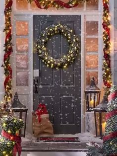 ❄Drodher❄ LIKE. 👍 Lit Boxwood Collection // 27 Exceptional Outdoor Christmas Decorations 🎧 Silver Bells by Michael Buble' Christmas Scenes, Christmas Mood, Noel Christmas, Merry Christmas And Happy New Year, Christmas Music, Vintage Christmas, Christmas Crafts, Christmas Videos, Christmas Blessings
