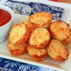 Cheesy, crispy, kid-approved baked Cauliflower Tots will replace tater tots as your favorite healthy side dish recipe. But cauli tots are made with veggies! Califlower Tater Tots, Cauli Tots, Cauliflower Bread, Cauliflower Recipes, Potato Tots, Baked Potato Soup, Tater Tot Recipes, Potato Recipes, Best Side Dishes