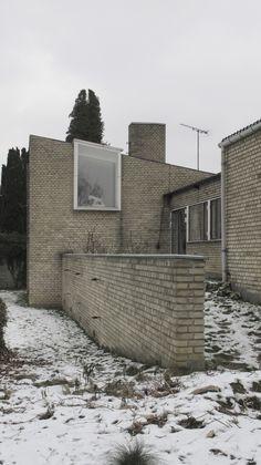 Villaen er opført 1952-53 af ægteparret Nils og Eva Koppel som statslånshus. Villaen ligger på Skovvej i Jægersborg, med udsigt…