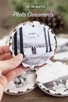 DIY Christmas Gifts - 10 Minute Photo Keepsake Ornaments - Easy Handmade Gift Ideas for Xmas Presents - Cheap Projects to Make for Holiday Gift Giving. DIY Christmas Gifts - 50 Gifts To Give For The Holidays Diy Gifts For Christmas, Noel Christmas, Diy Christmas Ornaments, Christmas Projects, Holiday Crafts, Holiday Fun, Diy Photo Ornaments, Photo Christmas Tree, Homemade Ornaments