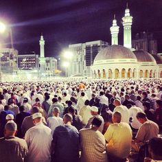 night of Ramadan and the Haram is packed, all the way to the top of the roof. Ramadan, All The Way, The Good Place, Mekkah, Beautiful Places In The World, Eid Mubarak, Deen, Allah, Muslim