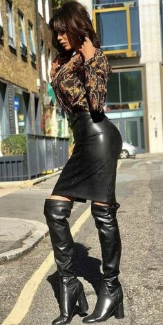Thigh High Boots Heels, Ankle Boots, Leder Outfits, Skirts With Boots, Black Leather Skirts, Latex Dress, Belle Photo, Leather Fashion, Skirt Fashion