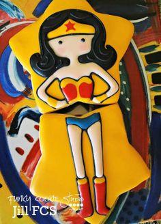Wonder Woman Cake Cookies For Kids, Fancy Cookies, Cute Cookies, Royal Icing Cookies, No Bake Sugar Cookies, Star Cookies, Cupcake Cookies, Superhero Cookies, Superhero Party