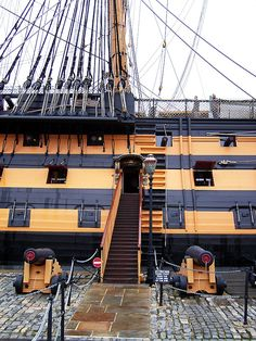 HMS Victory корабль-музей Model Sailing Ships, Old Sailing Ships, Scale Model Ships, Hms Victory, Ship Drawing, Ship Names, Man Of War, Boat Art, Wooden Ship