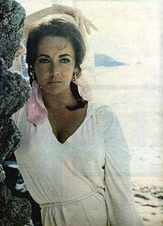 Elizabeth Taylor - Love her freckles - i swear i would do pretty much anything to look like her