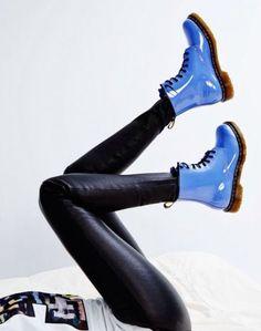 Red Doc Martens, Doc Martens Style, Doc Martens Outfit, Doc Martens Boots, Doc Martins, Cute Shoes, Me Too Shoes, Crazy Shoes, Estilo Rock
