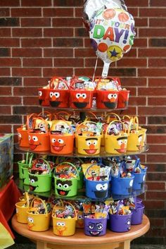 Sesame Street Candy buckets -- great, adorable idea for a Sesame Street birthday. Sesame Street Ca Elmo First Birthday, Party Favors For Kids Birthday, Monster Birthday Parties, Elmo Birthday Party Ideas, Sesame Street Birthday Party Ideas, Elmo Party Favors, Party Hats, Candy Bags Birthday, 1st Birthday Boy Themes