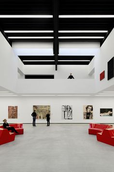 Museum Angerlehner, Exhibition hall Foto: Dietmar Tollerian Museum, Light And Shadow, Track Lighting, Showroom, Loft, Construction, Ceiling Lights, Inspiration, Bed