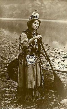 Une jeune amérindienne (1870-1900)                                                                                                                                                                                 Plus