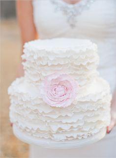 Image from http://www.equipmentwedding.com/wp-content/uploads/2015/06/simple-white-wedding-cakes-rustic-ny0nv5zmi.jpg.
