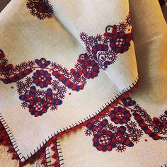 "Bujanovics Anna az Instagramon: ""ANNA's ANTIQUES#budapest #myshop #mystore #myjob #loveit #tosell #old #vintage #handwork #handmade #handwoven #linen #embroidery #tipical…"" Folk Embroidery, Embroidery Patterns, Winter Kids, Budapest, Folk Art, Needlework, Hand Weaving, Anna, Stationery"