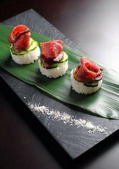 Japanese Dishes, Japanese Food, Sushi Recipes, Seafood Recipes, Beef Sushi, Sashimi Sushi, Food Design, Food Presentation, Food Plating