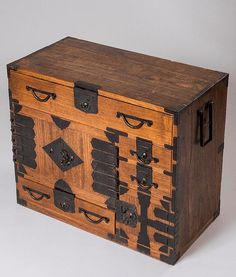 Unusual Japanese tansu chest in light pine wood with many and varied ornamental hinges. Handmade Furniture, Unique Furniture, Asian Furniture, Japanese Furniture, Trunks And Chests, Cabin Interiors, Wood Slab, Diy Woodworking, Wood And Metal