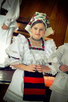 Maramures,Romania Country Costumes, Romanian Women, European Girls, Folk Costume, People Of The World, Fashion History, Women's Fashion, World Cultures, Traditional Dresses