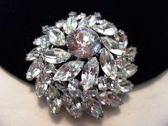 JULIANA Jewelry Brooch Pin Delizza Elster Glass by AnnesGlitterBug