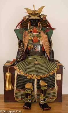 Authentic japanese samurai armor bearing the mon of inaba family. One of the most important samurai armors ever seen on the market. If you are looking for a museum quality piece, this is what you want.