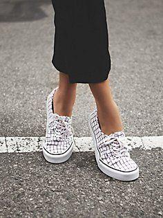 Authentic Grid Low Top Sneaker