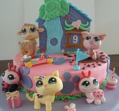 Littlest Pet Shop Cake All made of fondant, everything is edible, including the pets and the little house Birthday Cake Girls, Baby Birthday, Birthday Cakes, Birthday Ideas, Palace Pets, Girl Cakes, Pet Shop, Fondant, Christmas Ornaments