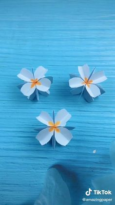 Paper Folding Crafts, Paper Flowers Craft, Paper Crafts Origami, Paper Crafts For Kids, Origami Flowers, Diy Arts And Crafts, Flower Crafts, Cherry Blossom Origami, Cherry Blossoms