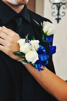 Groom And Bride Blue Corsage, Prom Corsage And Boutonniere, Flower Corsage, Corsage Wedding, Groom Boutonniere, Wrist Corsage, Homecoming Flowers, Prom Flowers, Bridesmaid Flowers