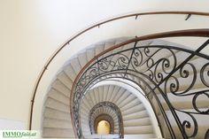 Charmantes Stiegenhaus im #Altbau der #Hafengasse Stairs, Home Decor, Condominium, Stairway, Decoration Home, Room Decor, Staircases, Home Interior Design, Ladders