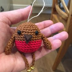 ♥ Robin and Songbird Pattern. This page gives you the pattern for either of these bir. Crochet Christmas Decorations, Crochet Ornaments, Christmas Crafts, Xmas Ornaments, Tree Decorations, Crochet Bunting Pattern, Crochet Robin, Quick Crochet, Free Crochet