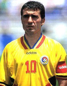 Hagi Football Icon, Best Football Players, Football Uniforms, Retro Football, World Football, Football Soccer, Michel Platini, Famous Sports, Most Popular Sports