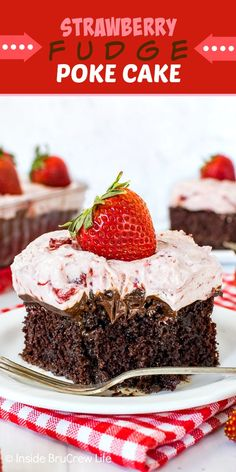 Strawberry Fudge Poke Cake - this sweet gooey chocolate poke cake is topped with fudge frosting and a creamy strawberry cream. Great dessert to make for summer picnics. Chocolate Strawberry Desserts, Strawberry Sheet Cakes, Strawberry Cake Recipes, Poke Cake Recipes, Sheet Cake Recipes, Chocolate Chip Recipes, Homemade Chocolate, Cupcake Recipes, Cupcake Cakes