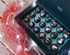 Mediterran tiles bonbonok, különleges ízvilág, és egyedi megjelenés. #cudié #bonbons #csokoládé #chocolate #spanish Bonsai, Mixer, Audio, Music Instruments, Gourmet, Musical Instruments, Stand Mixer, String Garden