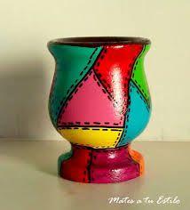 Resultado de imagen para mates pintados Painted Flower Pots, Painted Pots, Ceramic Pots, Clay Pots, Paper Mache Bowls, Pebble Painting, Yard Art, Rainbow Colors, All The Colors