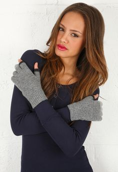 Etre Touchy Gloves in Grey with Charcoal