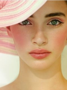 fresh pink summer face  Image Via: The Effortless Chic