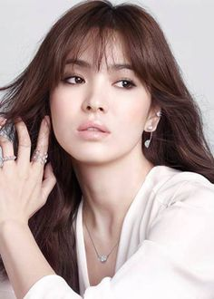 Love the nude pink(ish) lip ! Hairstyles For Gowns, Wedding Hairstyles, Wedding Hair And Makeup, Hair Makeup, Song Hye Kyo Style, Korean Celebrities, Celebs, Classy Work Outfits, Beautiful Asian Women
