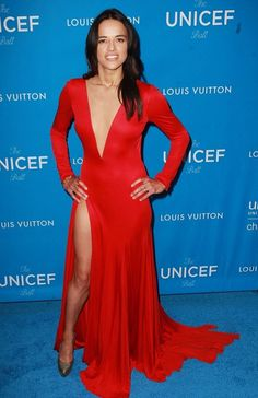 Sexy Michelle Rodriguez flaunts her figure in backless dress with plunging neckline and daring thigh-high slit at UNICEF bash Michelle Rodriguez, Red Long Sleeve Dress, Evening Dresses With Sleeves, Dress Long, Dress Red, Moda Chic, Thing 1, Party Gowns, Prom Party