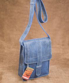 Estuche Azul - bolsos en cuero. $130.000 COP (Envío gratis). Encuentra más accesorios fashion para mujer en https://www.giferent.com/regalos-personalidad-mujer-fashionista