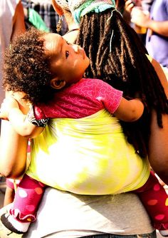 mother and child # sling # rasta Cute Black Babies, Beautiful Black Babies, Beautiful Children, Tres Belle Photo, Curly Girl, Mother And Child, Big Hair, Baby Wearing, Hair Inspiration