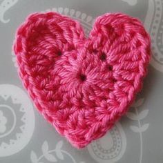Sweet and Basic Heart Applique: free crochet pattern