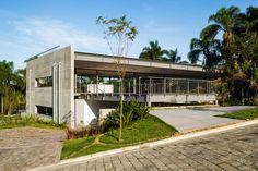 Gallery of LLM House / Obra Arquitetos - 47 Tropical House Design, Tropical Houses, Modern House Design, Types Of Architecture, Tropical Architecture, Concrete Interiors, Patio, My Dream Home, Beach House