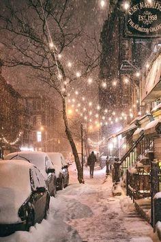 Winternacht – East Street, East Village, New York City – Stadt Fotografie Winter Szenen, Winter Magic, Winter Time, Winter Christmas, Christmas Lights, Holiday Lights, New York Winter, Winter Travel, Magical Christmas