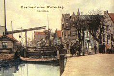De Kostverlorenvaart, gegraven in 1413, vormde tot 1897 de westelijke grens tussen de gemeente Amsterdam en het poldergebied van de gemeente...