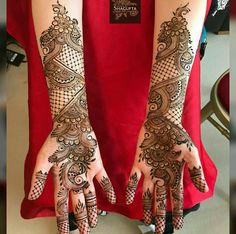 We bring you this curated list of new and trendy arabic mehendi designs that is sure to brim you with inspiration. These latest mehndi patterns are sure to make you grab all the attention at any event you attend so, be ready to stay in the spotlight. Latest Arabic Mehndi Designs, Full Hand Mehndi Designs, Indian Mehndi Designs, Henna Art Designs, Mehndi Designs For Girls, Mehndi Designs For Beginners, Modern Mehndi Designs, Mehndi Design Pictures, Wedding Mehndi Designs